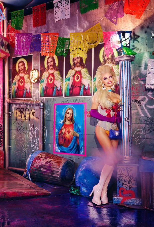 pamela-andersone-poze-jezus-kristus-attelu-fona