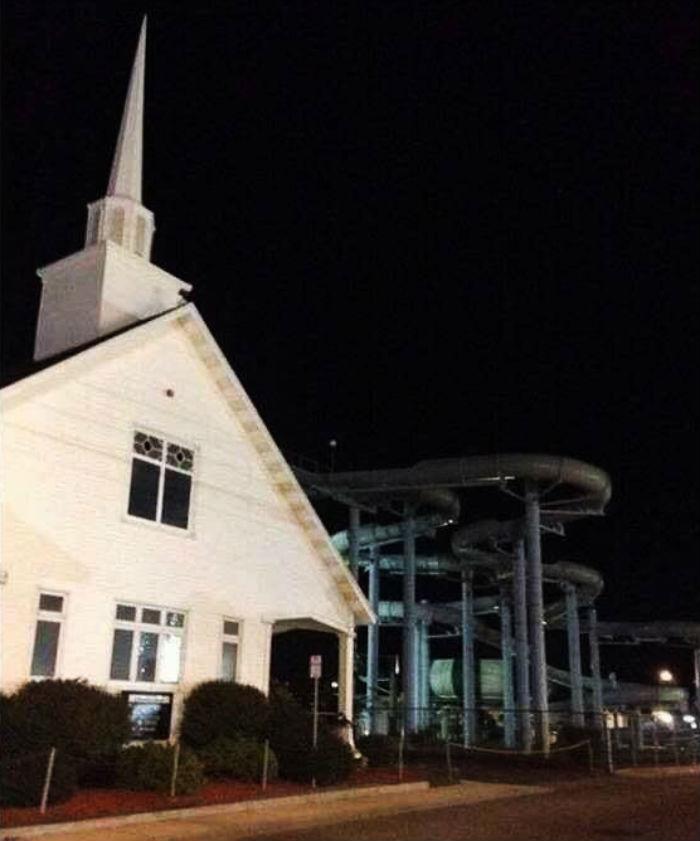 Šajā draudzē notiek trakas kristības